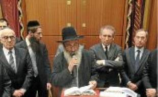 Avant la cérémonie religieuse , la communaté juive a reçu des personnalités.