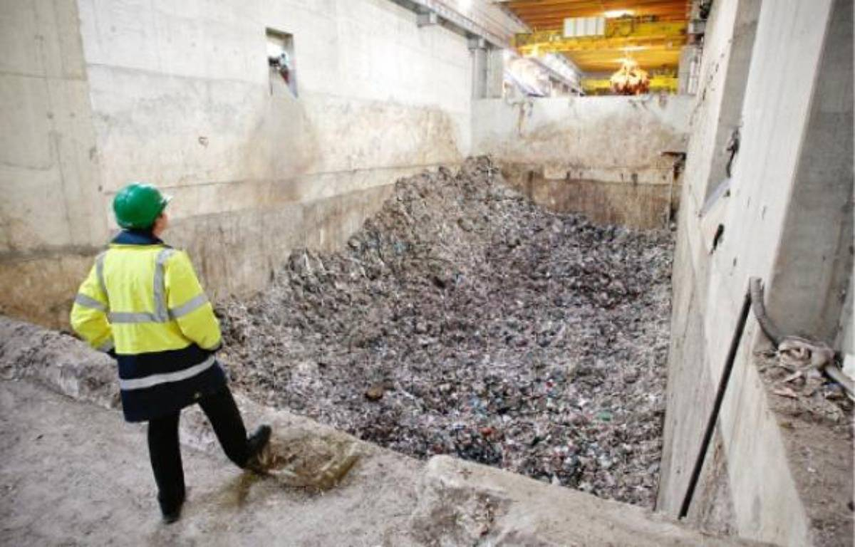 Le gestionnaire de l'incinérateur de Fos-sur-Mer, Everé, demande de relever de 20% le seuil des déchets incinérés –  P.magnien / 20 minutes