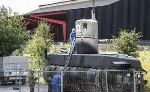 La police à bord du Nautilus, un sous-marin construit par un amateur. Une journaliste suédoise est morte à bord de ce sous-marin mi-août 2017.