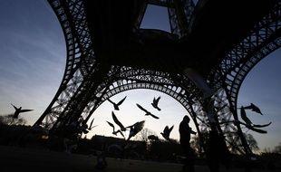 La tour Eiffel sera bientôt entourée d'un mur de protection.