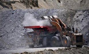 Le gouvernement péruvien est parvenu à un accord avec la compagnie minière Anglo American pour l'exploitation du gisement de cuivre de Quellaveco (sud) dans lequel l'entreprise investira 3,3 milliards de dollars, a annoncé vendredi le ministre des Mines et de l'énergie.