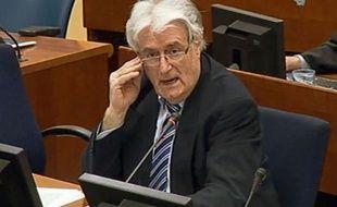 Radovan Karadzic, l'ancien chef politique des Serbes de Bosnie, a affirmé mardi devant le Tribunal pénal pour l'ex-Yougoslavie (TPIY) à La Haye, où il est poursuivi notamment pour génocide, qu'il devrait être récompensé pour ses actions en faveur de la paix.