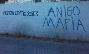 Un mur de la Commanderie, le centre d'entraînement de l'OM, sali par des tags de menace visant José Anigo, le 24 janvier 2014