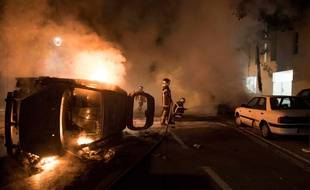 Dans le quartier Malakoff à Nantes, les pompiers interviennent pour éteindre plusieurs incendies, le 4 juillet 2018.