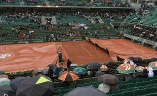 Le Court Central de Roland-Garros sous la pluie le 26 mai 2014.