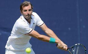 Les Français Julien Benneteau et Michael Llodra ont été éliminés mardi au premier tour du tournoi sur gazon d'Eastbourne, à six jours du début de Wimbledon.