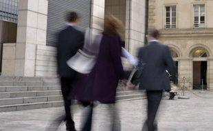 Les prévisions de recrutement des cadres au troisième trimestre 2012 sont en recul de six points sur un an, selon le baromètre trimestriel de l'Association pour l'emploi des cadres (Apec) publié mercredi.