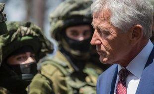 Le secrétaire américain à la Défense Chuck Hagel s'entretient avec des soldats israéliens à Tel-Aviv le 23 avril 2013