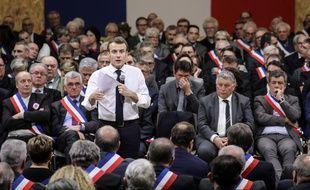 Emmanuel Macron face à 600 maires lors d'un grand débat à Souillac (Lot), le 18 janvier 2019.