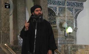 Une capture écran extraite d'une vidéo de propagande, représentant le chef de l'Etat islamique, Abu Bakr al-Baghdadi, dans une mosquée le 4 juillet 2014 à Mossoul en Irak