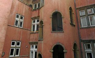 La Tour rose, emblème du quartier.