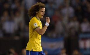 Le défenseur du PSG David Luis, avec le Brésil contre l'Argentine, le 13 novembre 2015.