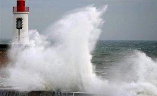 Une dizaine de départements ont été placés en vigilance orange en prévision jeudi d'une forte tempête hivernale qui touchera la Manche de la Bretagne au Nord-Pas-de-Calais, selon un bulletin de Météo-France.