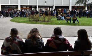Des étudiants de la Faculté des lettres et sciences humaines de l'Université de Lorraine, en avril 2018.