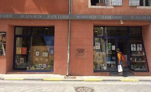 A Arles, la libraire des éditions Actes Sud de Françoise Nyssen, ministre de la Culture.