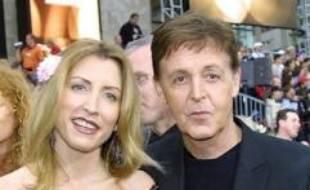 L'ancien chanteur des Beatles, Paul McCartney, et son épouse Heather Mills se sont retrouvés lundi devant un tribunal de Londres pour tenter une nouvelle fois de régler un divorce qui pourrait s'avérer le plus coûteux de l'histoire britannique.