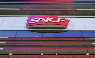 La SNCF a été condamnée par la chambre civile de la cour d'appel de Nancy à verser 108.000 euros à la famille d'un homme qui était mort après avoir sauté d'un train venant de démarrer en gare de Nancy en 2002, ont indiqué vendredi les avocats des deux parties.