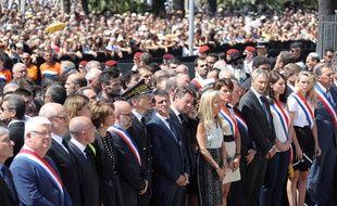 Manuel Valls lors de la minute de silence en hommage aux victimes du 14 juillet à Nice