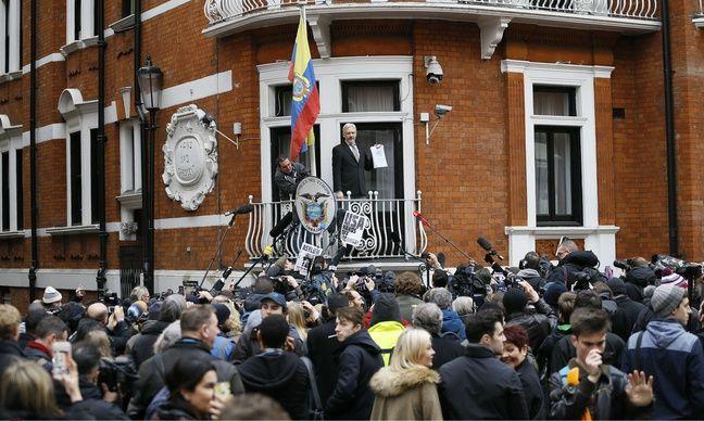 Le fondateur de Wikileaks, Julian Assange, a prononcé un discours depuis le balcon de l'ambassade d'Equateur à Londres (Royaume-Uni, le 5 février 2016).