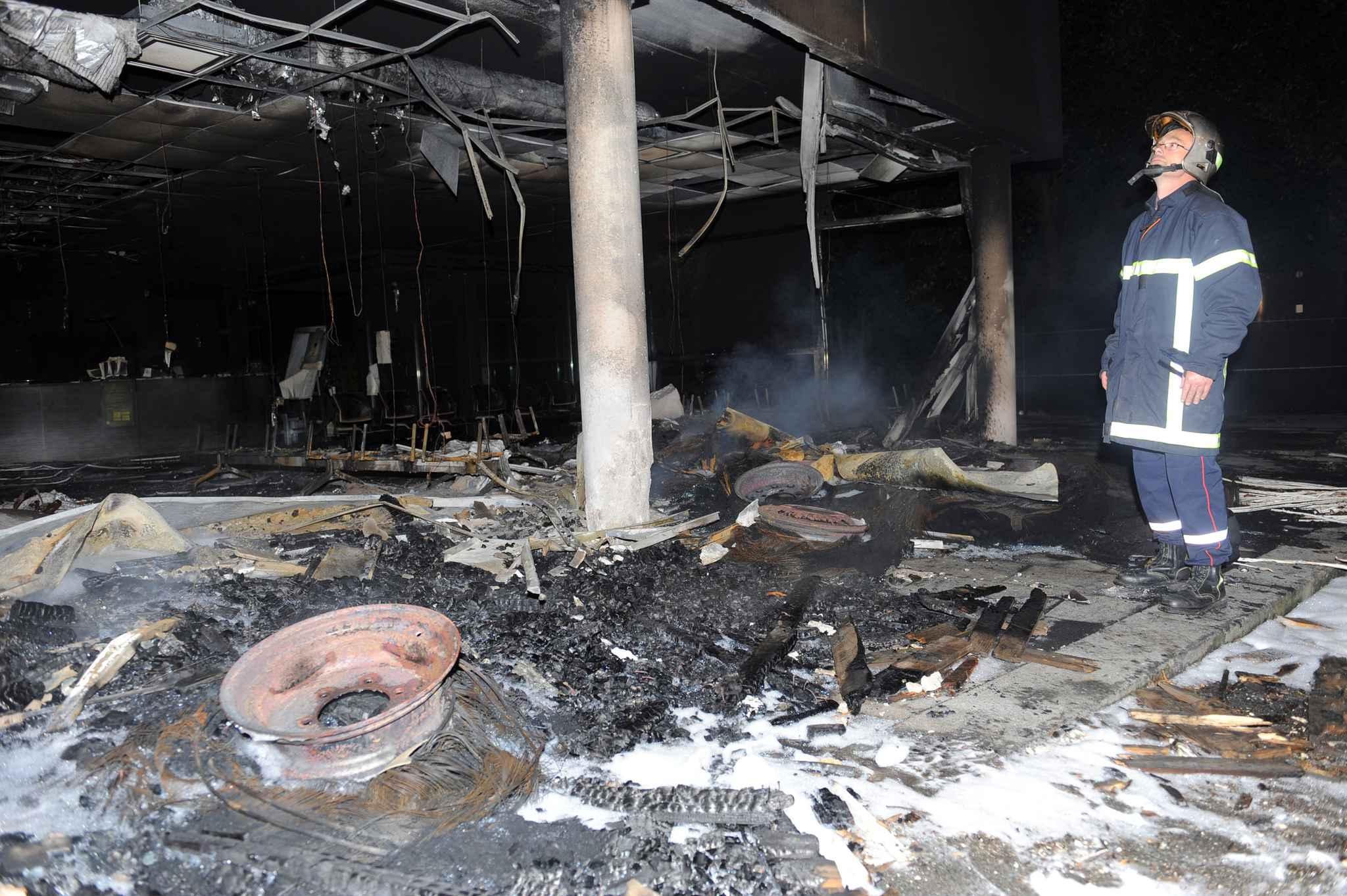 morlaix trois personnes interpell es suite l incendie du centre des imp ts. Black Bedroom Furniture Sets. Home Design Ideas