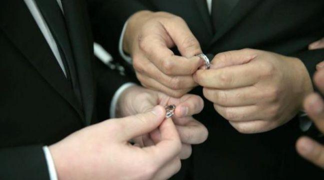Un couple homosexuel s'échange des alliances lors d'une céremonie de mariage à Fort Lauderdale, en Floride, le 6 janvier 2015 – Joe Raedle Getty Images