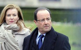 """Deux semaines après la révélation de sa liaison avec l'actrice Julie Gayet, François Hollande a annoncé samedi à l'AFP avoir """"mis fin à la vie commune qu'il partageait avec Valérie Trierweiler"""", à la veille du départ de celle-ci pour un déplacement humanitaire en Inde."""
