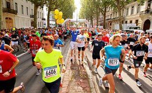 Les traditionnelles courses de la braderie de Lille rassemblent beaucoup de monde.