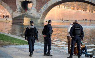 Un contrôle de police sur les quais de la Garonne à Toulouse. Illustration.