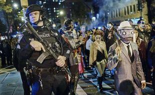 La parade de Halloween dans les rues de Greenwich Village à New York s'est déroulée mardi sous haute sécurité.