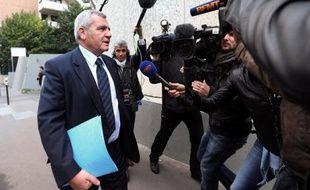 """Nicolas Sarkozy """"a considéré que le traitement qui lui était infligé"""" par la justice dans l'instruction du dossier Bettencourt """"était scandaleux"""", a indiqué vendredi sur RTL son avocat Me Thierry Herzog, au lendemain de la mise en examen de son client pour abus de faiblesse."""
