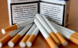 Des paquets de cigarettes