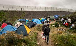 Un projet de parc d'attraction à quelques kilomètres de la nouvelle jungle, prise en photo ici le 7 octobre 2015, devrait changer l'image de Calais.