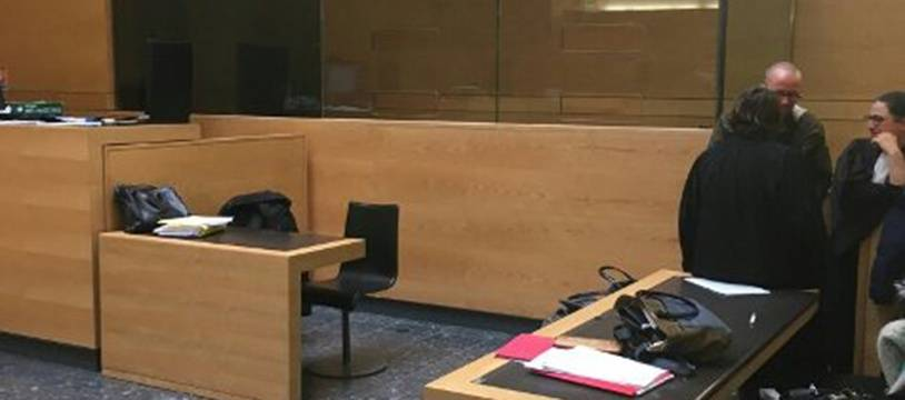 Le nouveau box vitré est apparu lundi soir dans une d'audience du Palais de Justice de Toulouse.