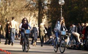 """Les vélos en libre service londoniens, baptisés """"Boris bikes"""", du nom du maire de Londres Boris Johnson qui en est l'ardent promoteur, gagnent l'est de la capitale, a annoncé jeudi la compagnie de transport Transport for London (TfL)."""