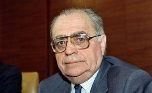 Il y a vingt ans, le 1er mai 1993, le long d'un canal de la Nièvre, Pierre Bérégovoy, qui venait un mois plus tôt de quitter Matignon, se tirait une balle dans la tête sans un mot d'explication, après la déroute retentissante des socialistes aux législatives.