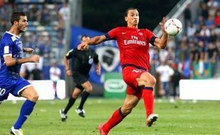 Le Paris SG a poursuivi sur sa lancée en allant pulvériser Bastia (4-0) samedi avec un doublé d'Ibrahimovic, et monte sur le podium qu'abandonne Lorient (1-1 contre Nice), alors que Rennes, décidément maudit, a laissé échapper la victoire sur un but du gardien de Toulouse (2-2).