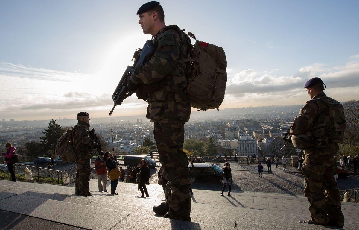 Illustration de militaires français participant à l'opération Sentinelle à Paris, le 16 novembre 2015. – ROMUALD MEIGNEUX/SIPA