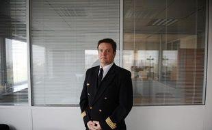 Erick Derivry, porte-parole du syndicat national des pilotes de ligne d'Air France, pose, le 11 janvier 2010 à Roissy