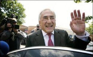 Dominique Strauss-Kahn serait reélu avec 60,2% des voix au second tour des élections législatives dans la 8ème circonscription du Val-d'Oise face à sa rivale UMP Sylvie Noachovitch (39,8%), selon une estimation CSA/Cisco.
