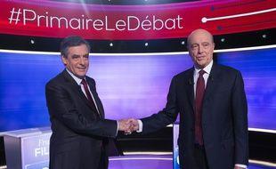 François Fillon et Alain Juppé, candidats à la primaire à droite, lors du dernier débat télé le 24 novembre 2016 à Paris.