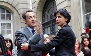 Nicolas Sarkozy s'est engagé mercredi devant le Conseil des ministres à respecter, malgré la crise, ses promesses sociales, en confirmant notamment le versement dès la fin novembre d'une prime de Noël majorée pour tenir compte de l'inflation.