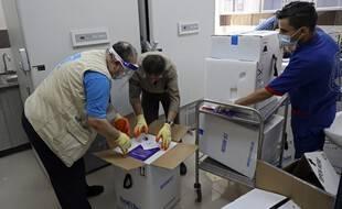 Livraison de vaccin Pfizer-BioNtech par l'ONU, à Gaza le 25 mai 2021.