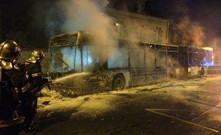 Un bus a été détruit par les flammes vendredi 6 janvier 2017 à Rennes.