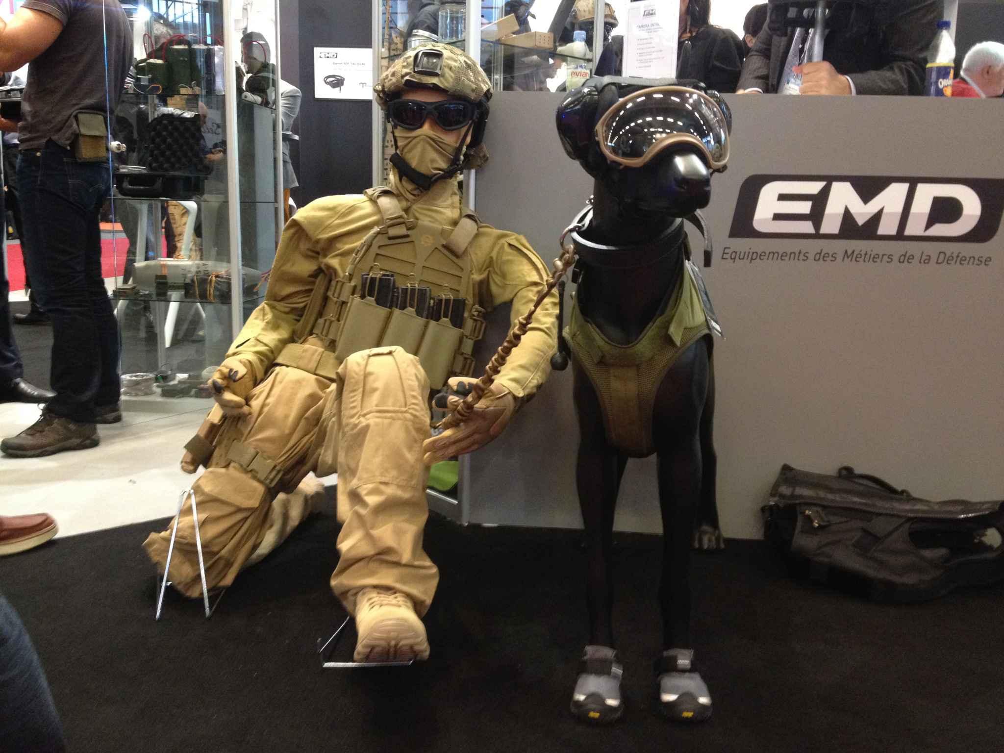 Salon milipol l 39 quipement sur mesure des chiens de combat - Salon au parc des expositions villepinte ...
