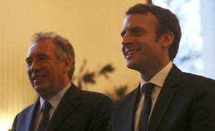 François Bayrou et Emmanuel Macron, lors d'une conférence de presse commune, le 23 février à Paris.