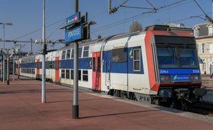 Un train en gare de Pontoise (illustration)