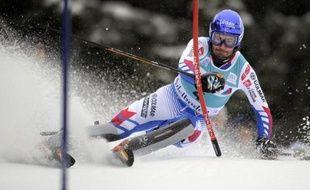 A nouveau en échec dimanche à Kitzbühel, le champion du monde de slalom, le Savoyard Jean-Baptiste Grange, va tenter de renouer avec les résultats mardi soir à Schladming (1re manche 17h45, 2nde manche 20h45), tandis qu'au sommet le duel opposant le Croate Kostelic au jeune Autrichien Hirscher se poursuit.