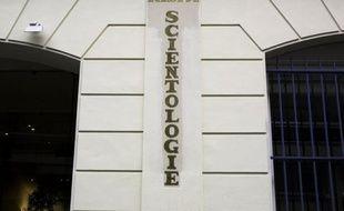 La branche parisienne de l'Eglise de Scientologie, qui aurait profité de la vulnérabilité de plusieurs anciens adeptes pour leur soutirer de fortes sommes d'argent, sera rejugée pour escroquerie en bande organisée à partir de jeudi devant la cour d'appel de Paris.
