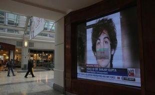 La santé du suspect des attentats de Boston continuait à s'améliorer mardi, alors que l'enquête progresse et se concentre désormais sur le motif des attentats perpétrés par les deux frères Tsarnaev.