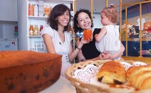 A 17 mois, Violette et sa mère passent leurs matinées au bar à poussettes.